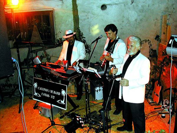 Tips For Choosing A Band For Your Wedding 1