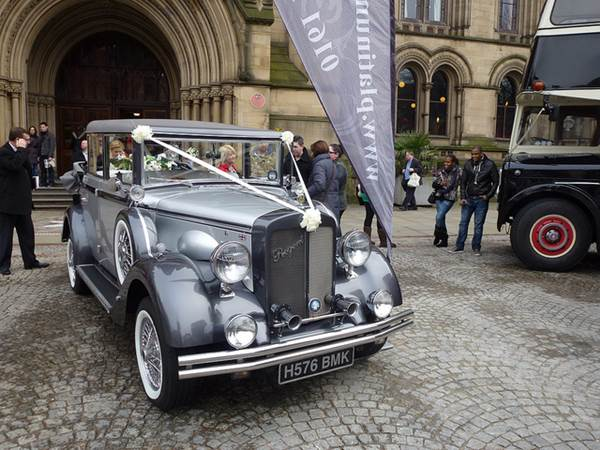 A Bride's Guide To Choosing The Perfect Wedding Car 1