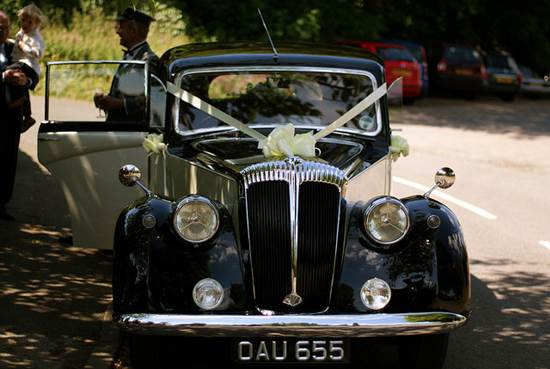 A Bride's Guide To Choosing The Perfect Wedding Car 2