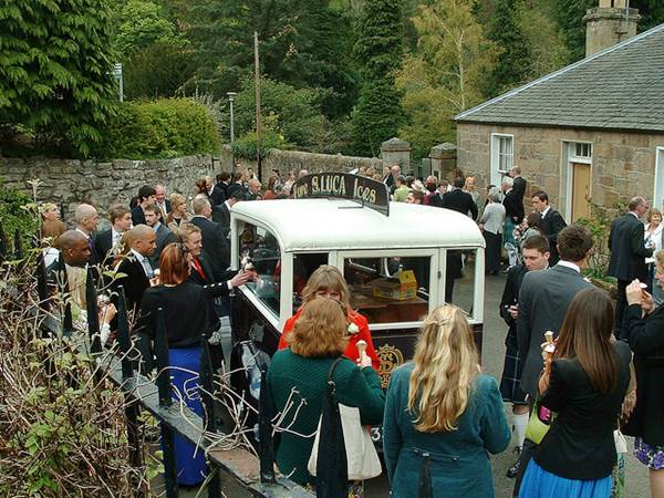 5 Questions to Ask the Ice Cream Vendor before Your Wedding Day 1